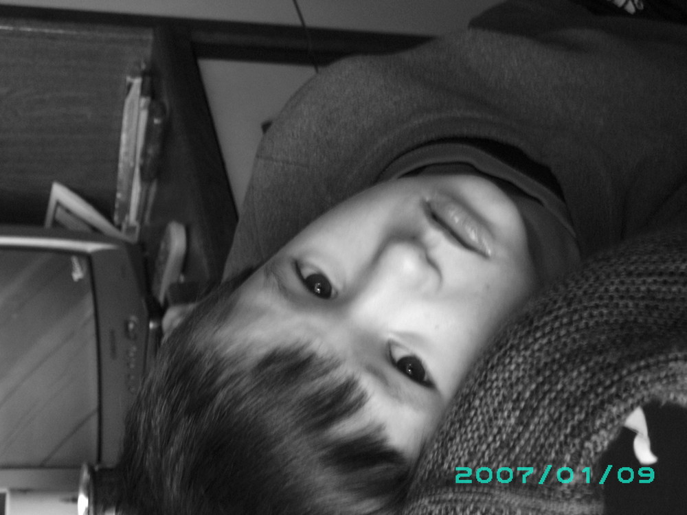 Mein Sohn in Pose(;