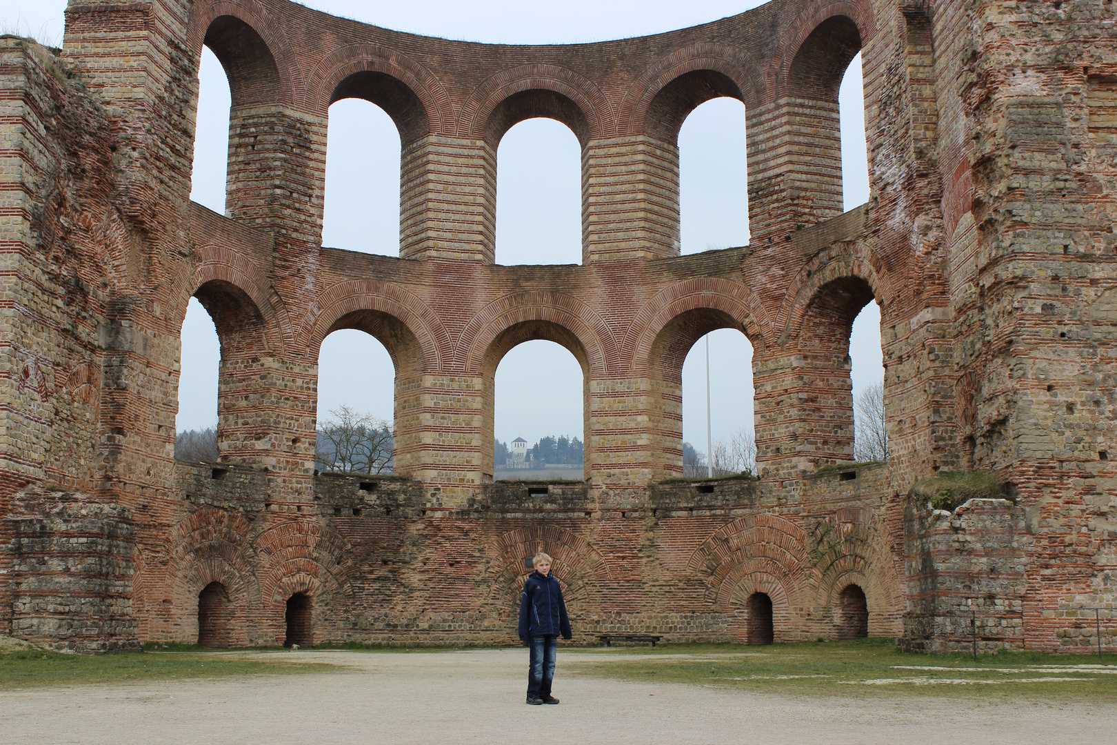 Mein Sohn in Trier bei den Kaiserthermen