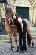 Meine Freundin Julia mit Töffi auf dem Domshof