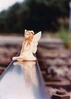 Meine Güte, kleine Elfe ! Wenn jetzt ein Zug kommt...!
