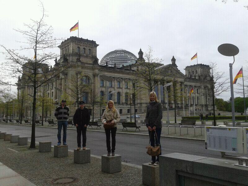 Meine Lieben vor dem Bundestag