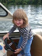 Meine Tochter fährt Motorboot