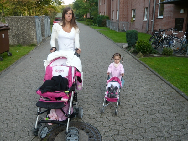 Meine Tochter und ich beim spazieren gehen!