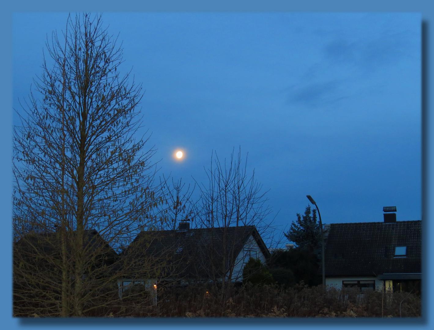 meine Wohnortrunde heute früh gedreht und bin 8 Uhr Mond begeget,