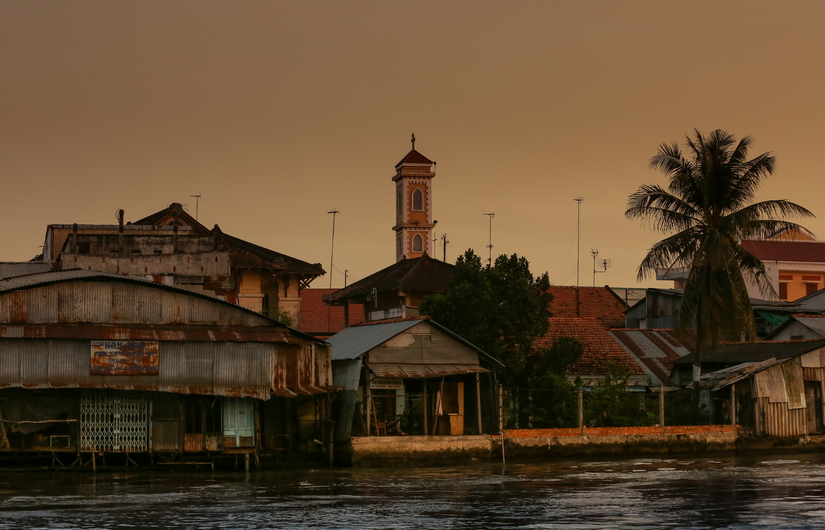 Mekong Sa Dec am Abend