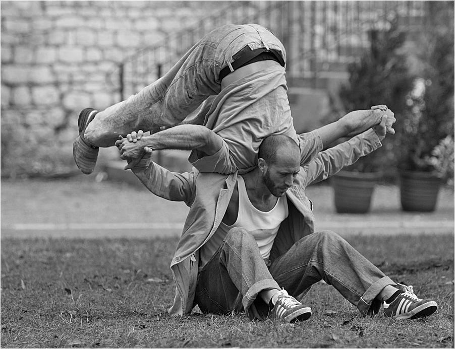 mélange danse théatrale acrobatique1