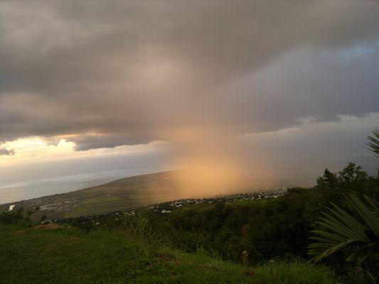 melange de pluie de soleil et d'arc-en-ciel