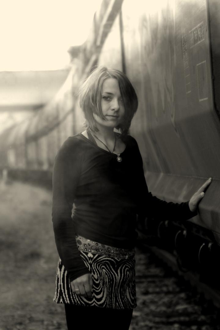 Melanie am Zug