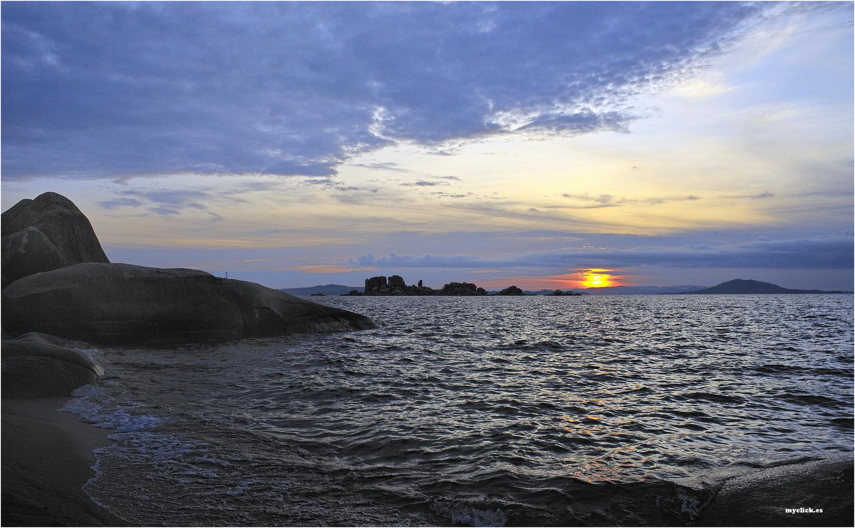 MEMORIA DE AFRICA-AMANECER ISLA LUKUBA-LAGO VICTORIA