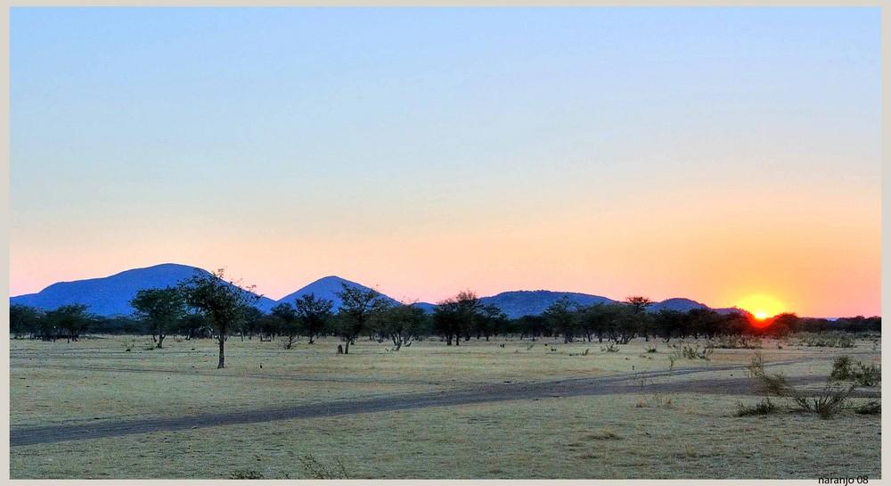 """MEMORIAS DE AFRICA - AMANECER EN AZUL (Dedicada a Toni """"aventurero"""")"""