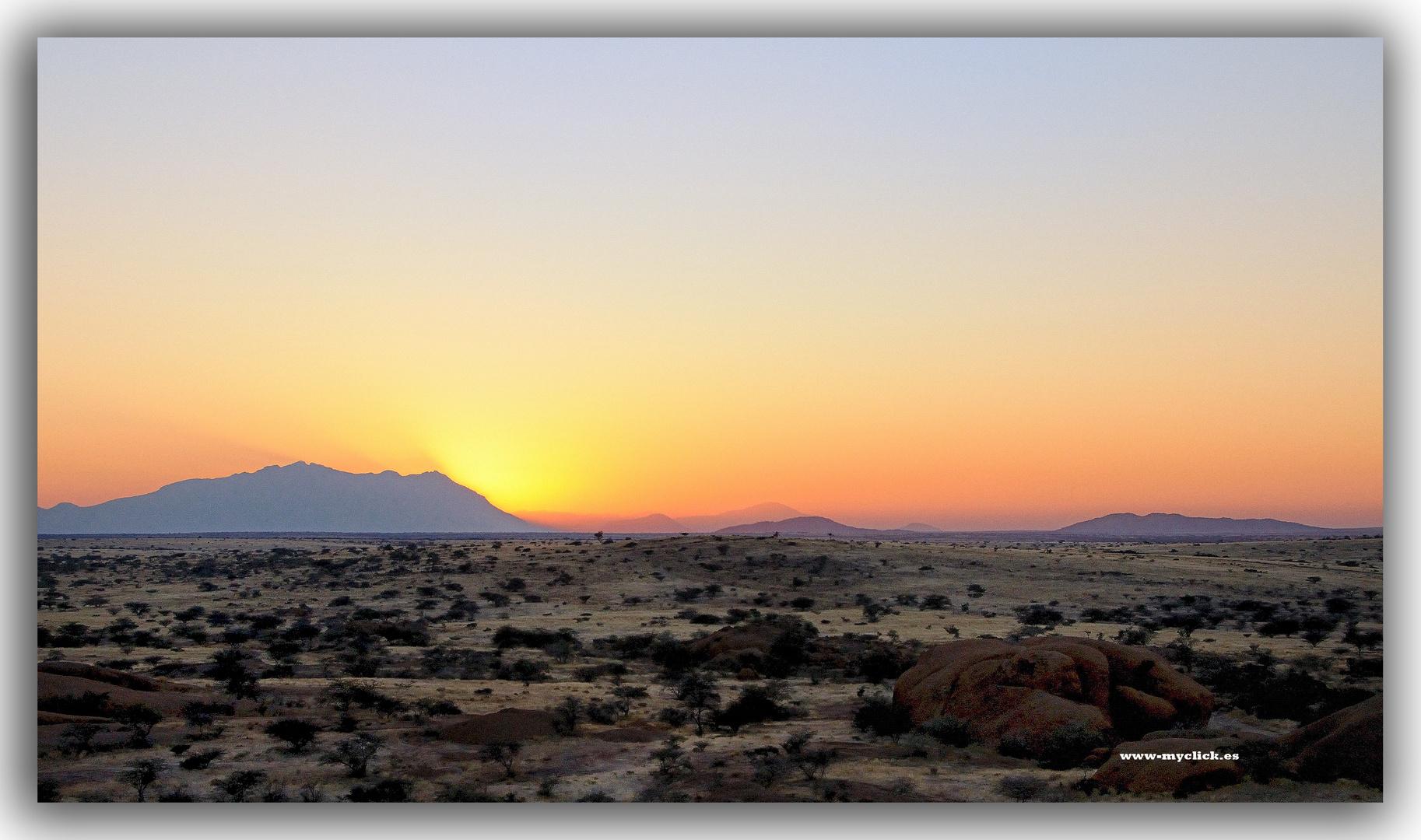 MEMORIAS DE AFRICA-AMANECER EN SPIZKOPE-2 NAMIBIA