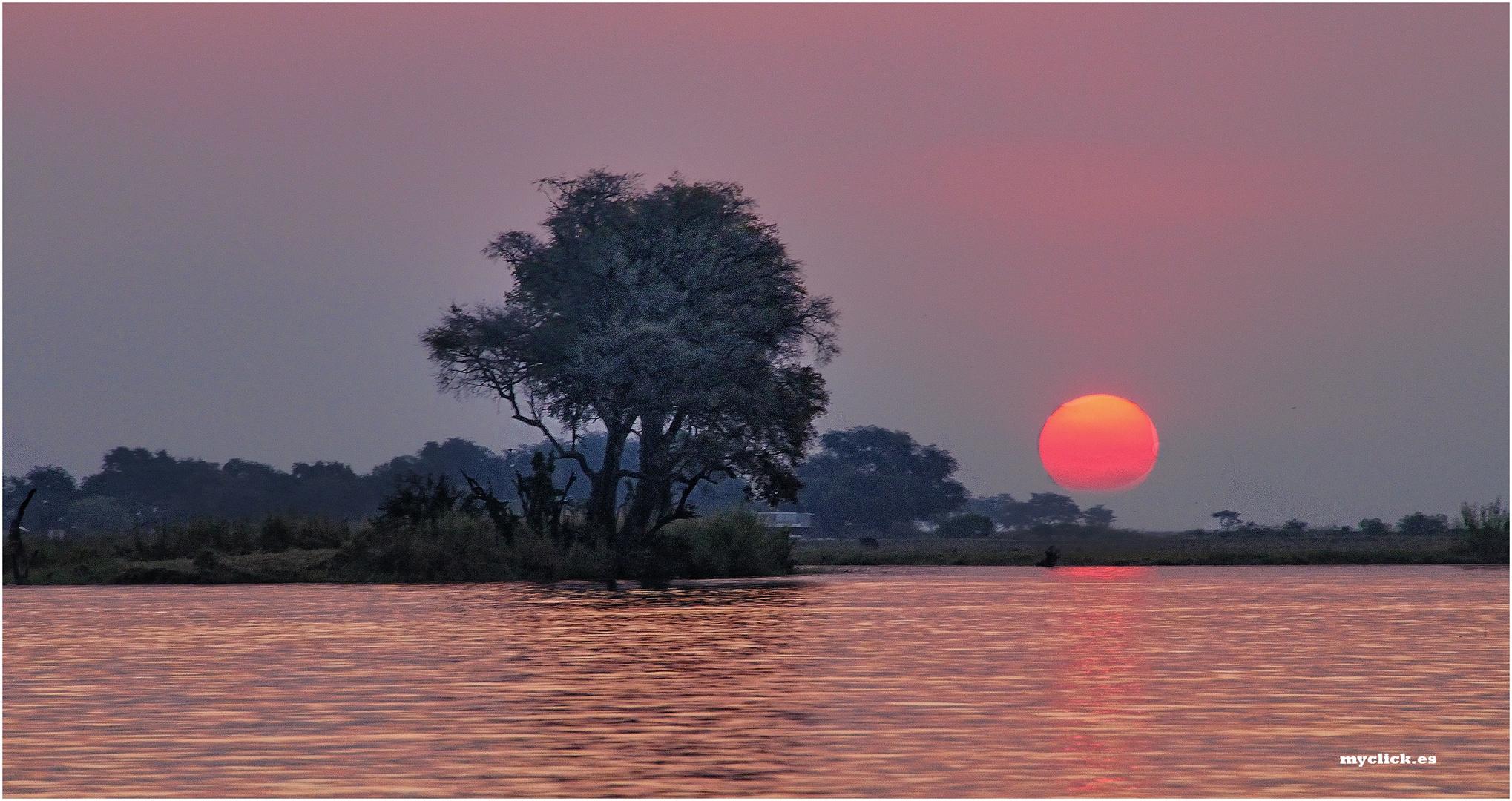 MEMORIAS DE AFRICA-ANOCHECER EN EL RIO ZAMBEZE-ZAMBIA