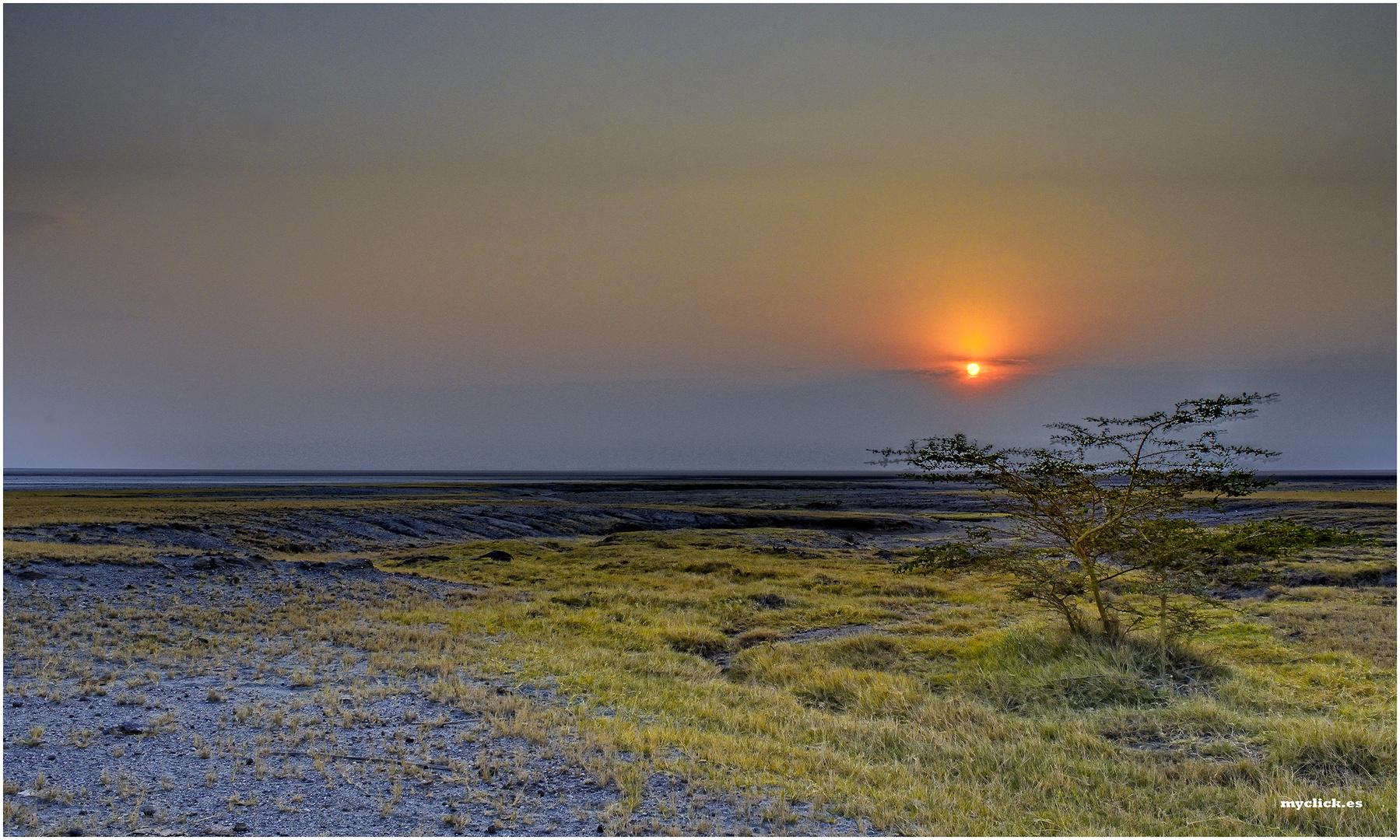 MEMORIAS DE AFRICA -ATARDECER EN EL LAGO EYASY -TANZANIA