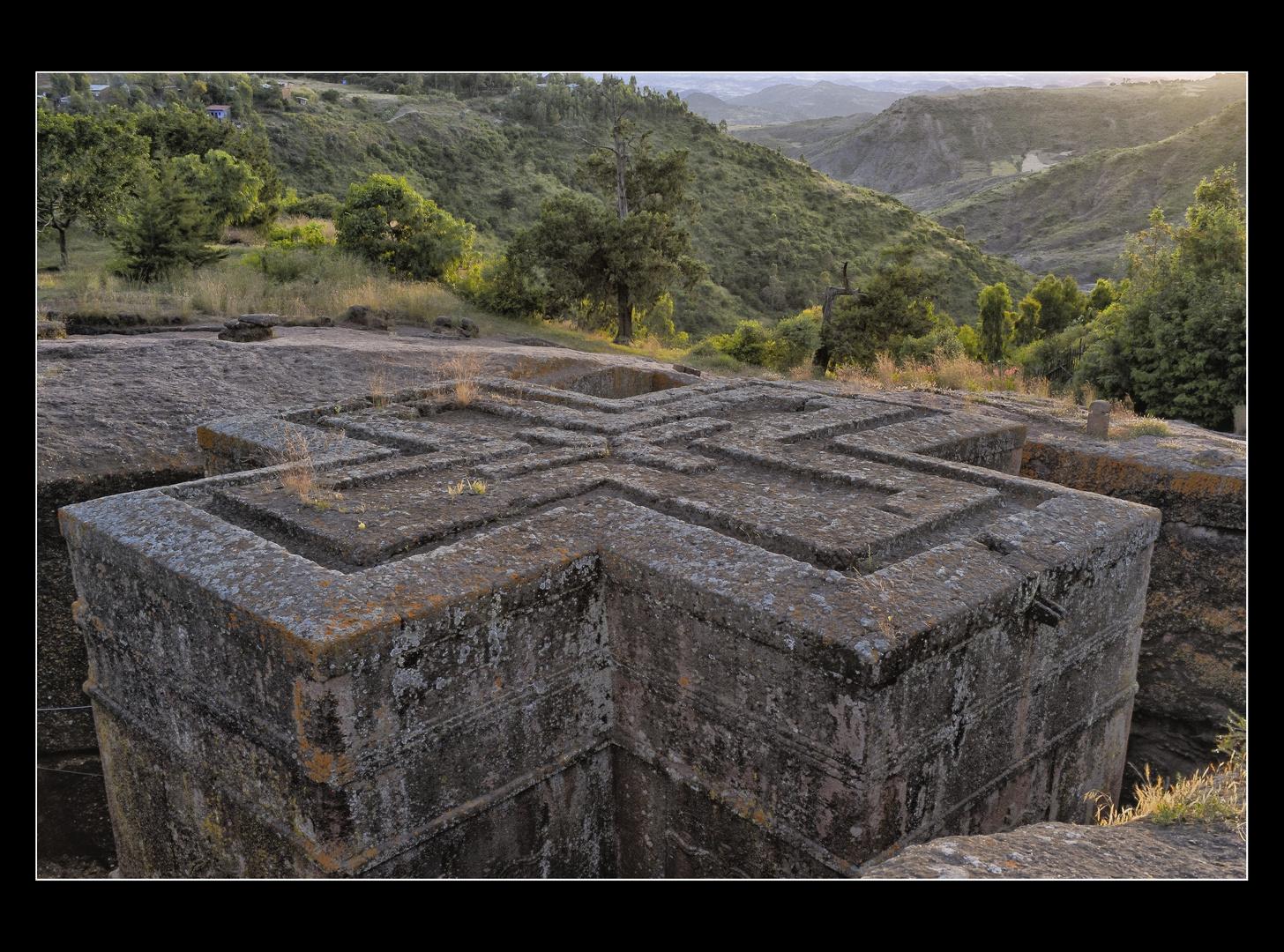 MEMORIAS DE AFRICA-ATARDECER EN IGLESIA SAN JORJE-LALIBELA-ETIOPIA