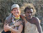 MEMORIAS DE AFRICA -CUANDO EL HADZABE ACHUCHO A LA JEFA TANZANIA