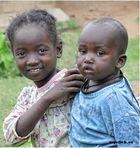 MEMORIAS DE AFRICA -DOS HERMANOS -KENIA