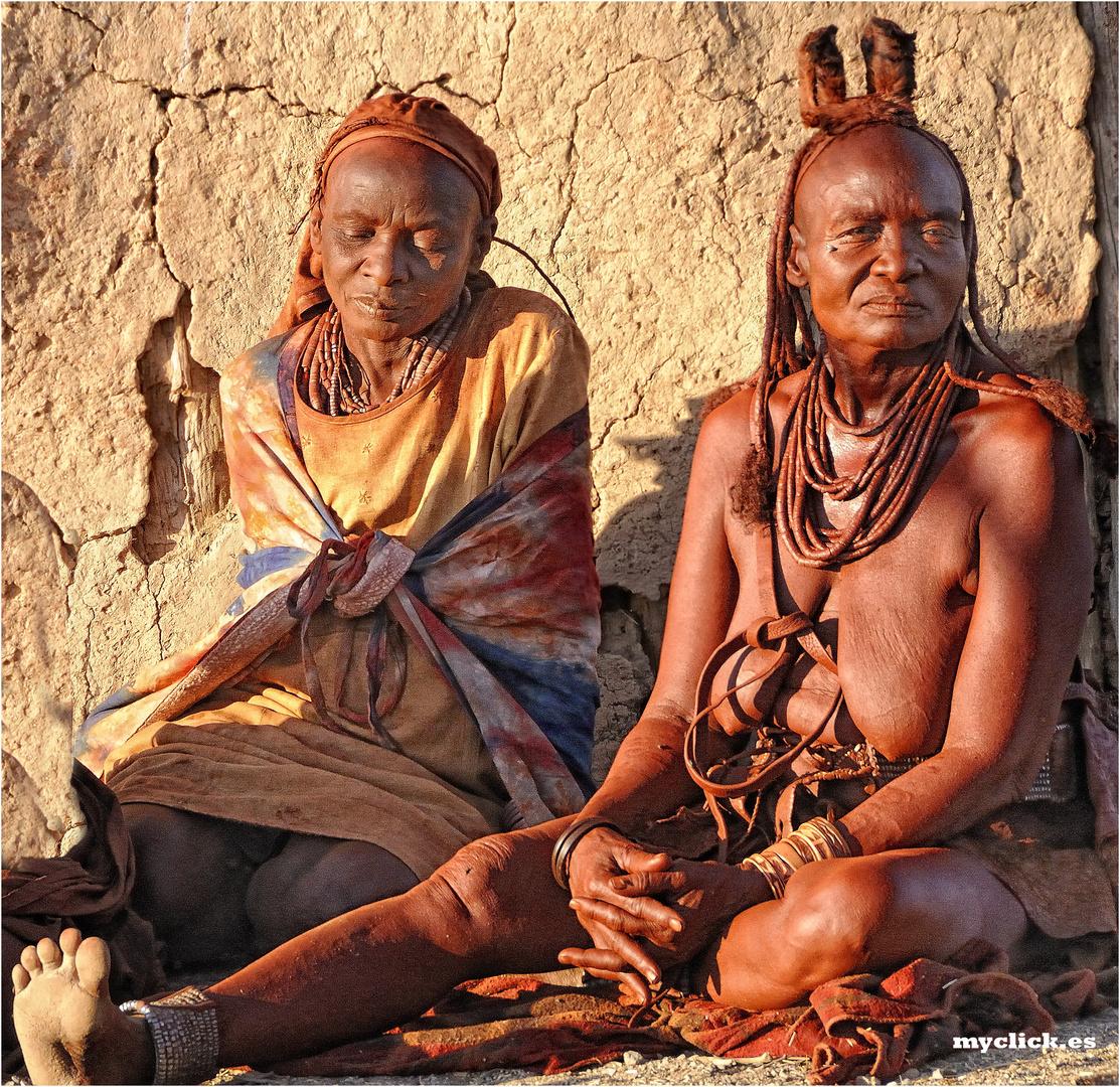 MEMORIAS DE AFRICA -DOS MUJERES HIMBAS -OPOWO -NAMIBIA