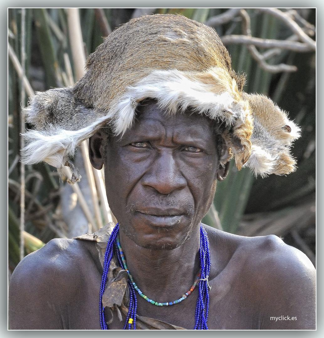 MEMORIAS DE AFRICA-EL ABUELO HADZABE-TANZANIA