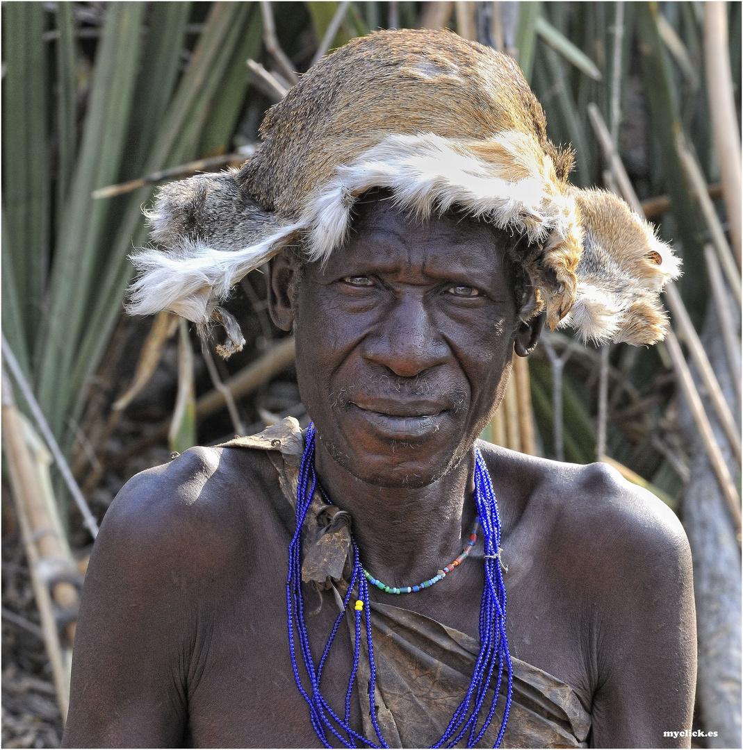 MEMORIAS DE AFRICA -EL ABUELO-HADZABES-EYASY TANZANIA