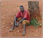 MEMORIAS DE AFRICA EL HOMBRE DE UNA SOLA ZAPATILLA UGANDA