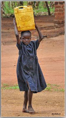 MEMORIAS DE AFRICA -EN BUSCA DE AGUA-KALAGALA-UGANDA
