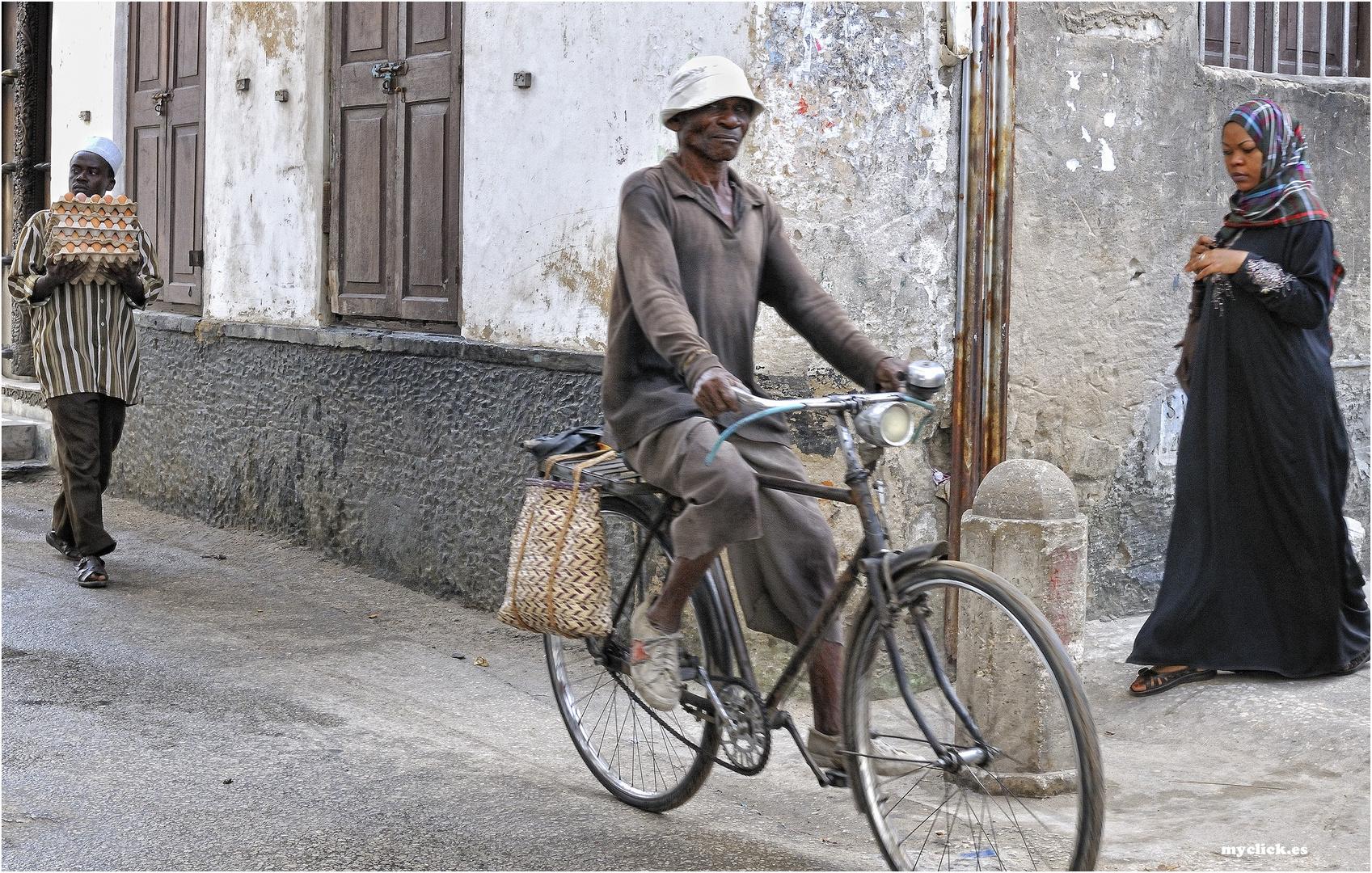 MEMORIAS DE AFRICA -EN LAS CALLES DE STONE TOWN -ZANZIBAR