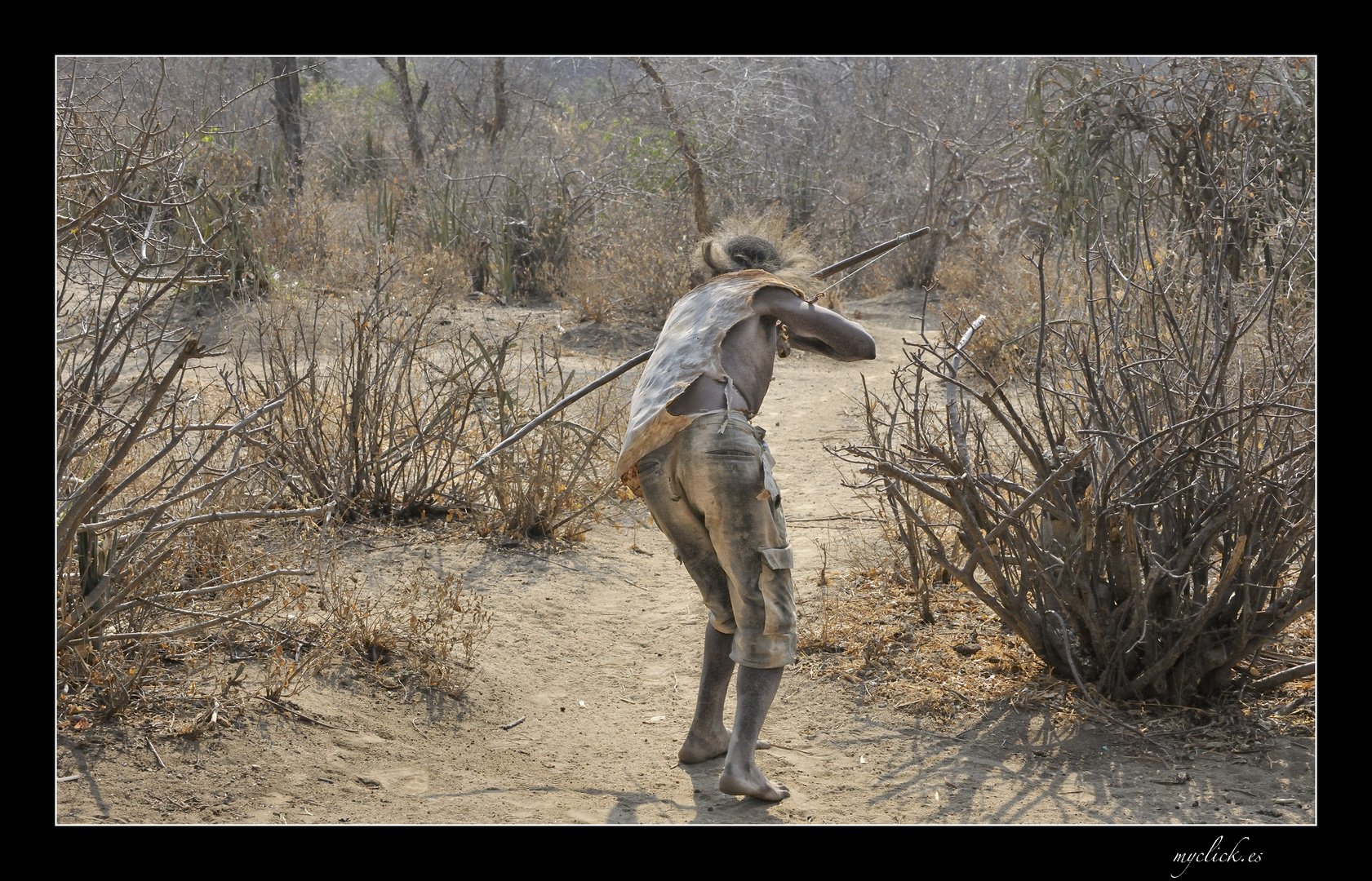 MEMORIAS DE AFRICA-LA CAZA -LOS HADZABES-TANZANNIA