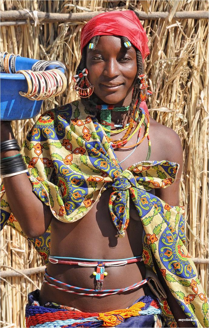MEMORIAS DE AFRICA - LA VENDEDORA DE PULSERAS -OPOWO NAMIBIA