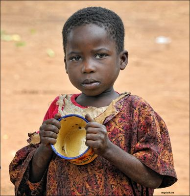 MEMORIAS DE AFRICA-NIÑOS DE KALAGALA-UGANDA