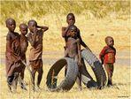 MEMORIAS DE AFRICA-NIÑOS HIMBAS-QUE MAL HUELEN ESTOS BLANCOS-NAMIBIA