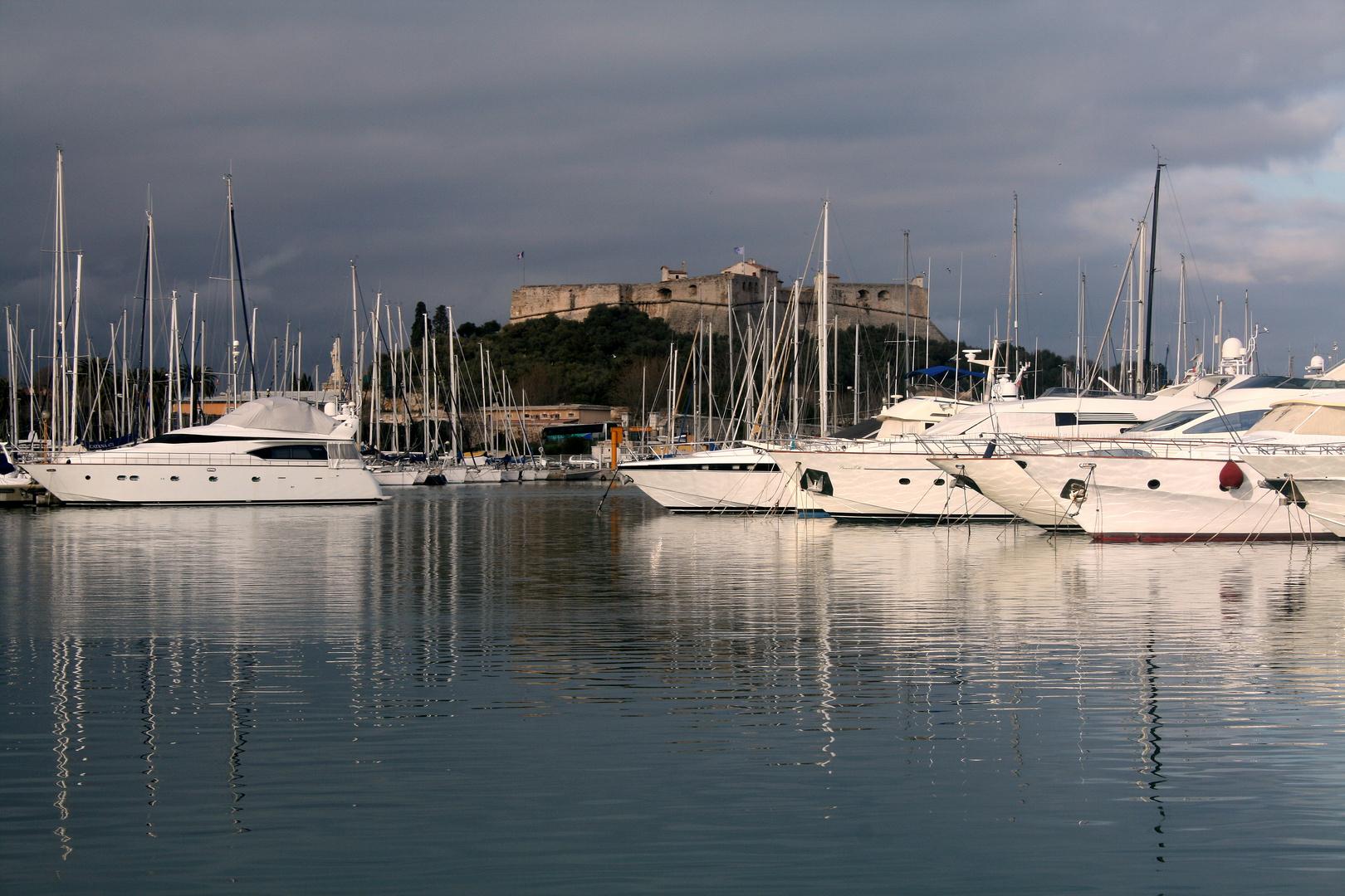 Menace d'Orage sur le Port d'Antibes