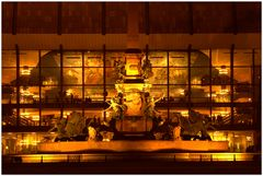 Mendebrunnen bei Nacht