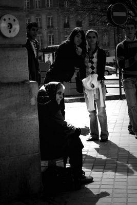 Mendiante à l'office de tourisme de Bordeaux
