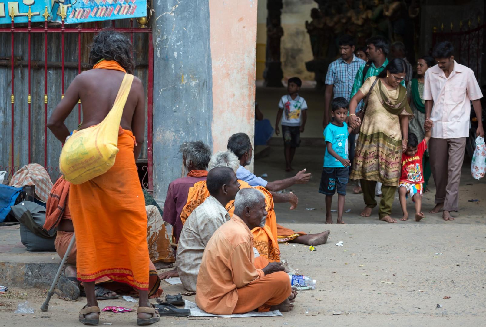 Mendiants à la sortie du temple, Rameshwaram