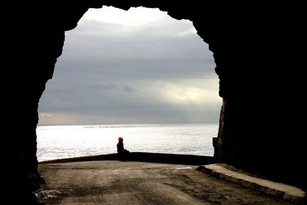 Mensch am Ende des Tunnels