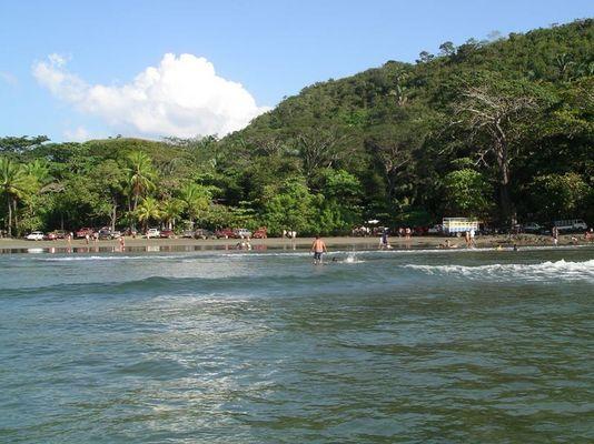 Menschen am Strand (Costa Rica, 1-1-2007)