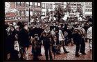 .. Menschen auf dem Weihnachtsmarkt ..