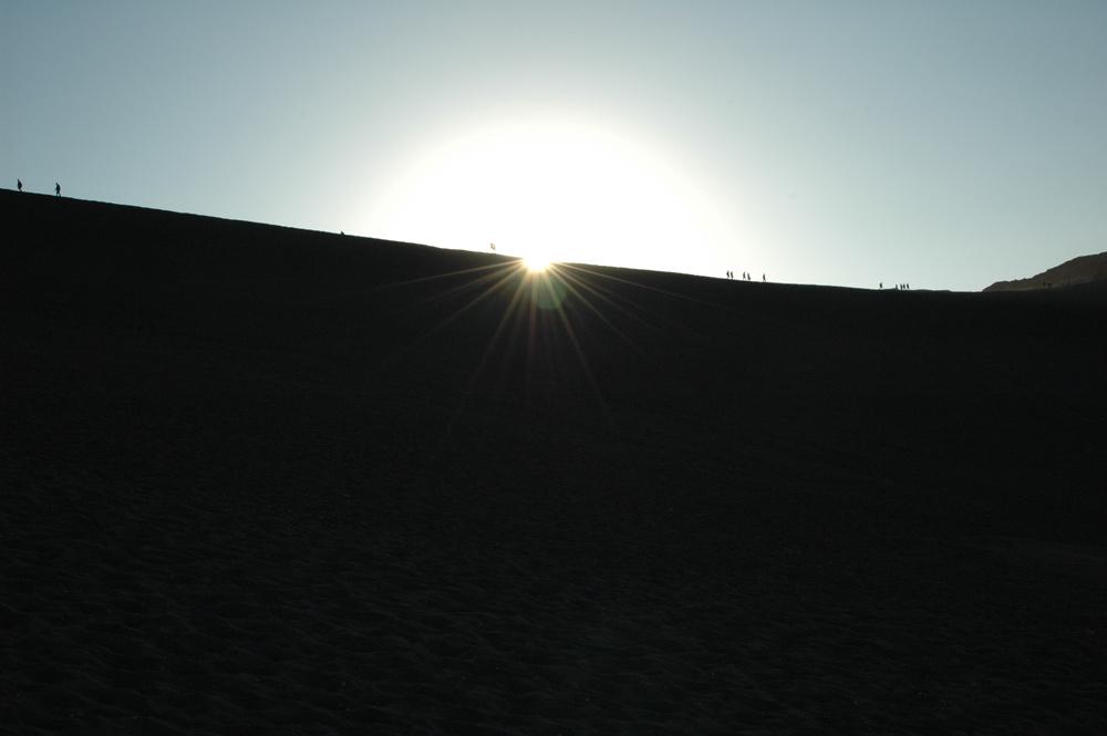 Menschen auf einer Düne / Atacama / Chile