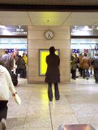 Menschen im Bahnhof 3