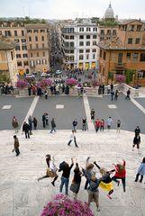Menschen und Leben auf der Spanischen Treppe in Rom