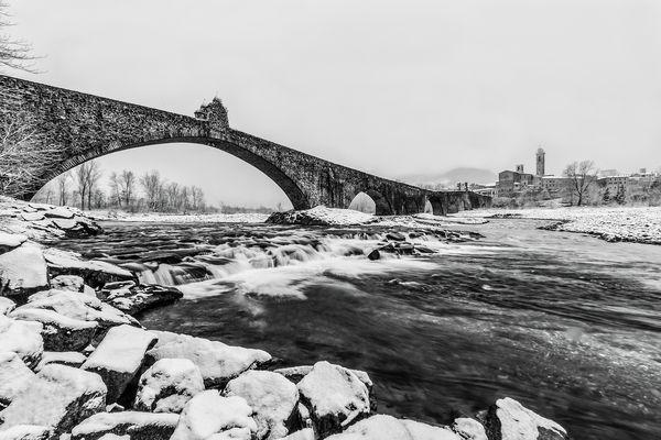 """""""...mentre il fiume gelido continua a scorrere"""""""