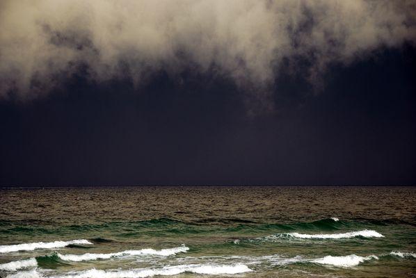 mer et ciel d'orage Tel Aviv