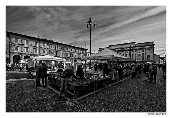 Mercatino dell'antiquariato a Piazza del Popolo