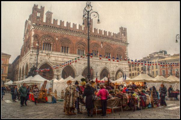 Mercato sotto al Gotico