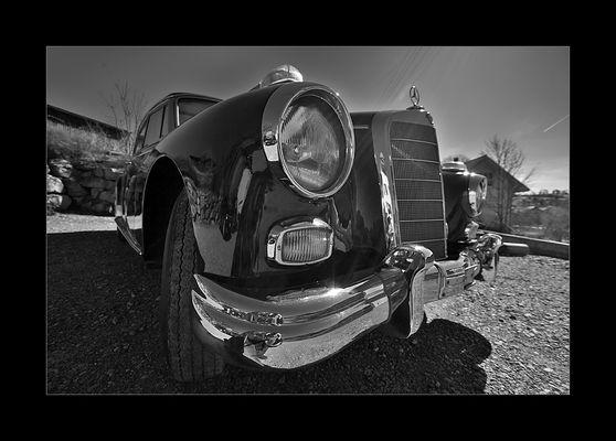 - Mercedes 300 - (I)