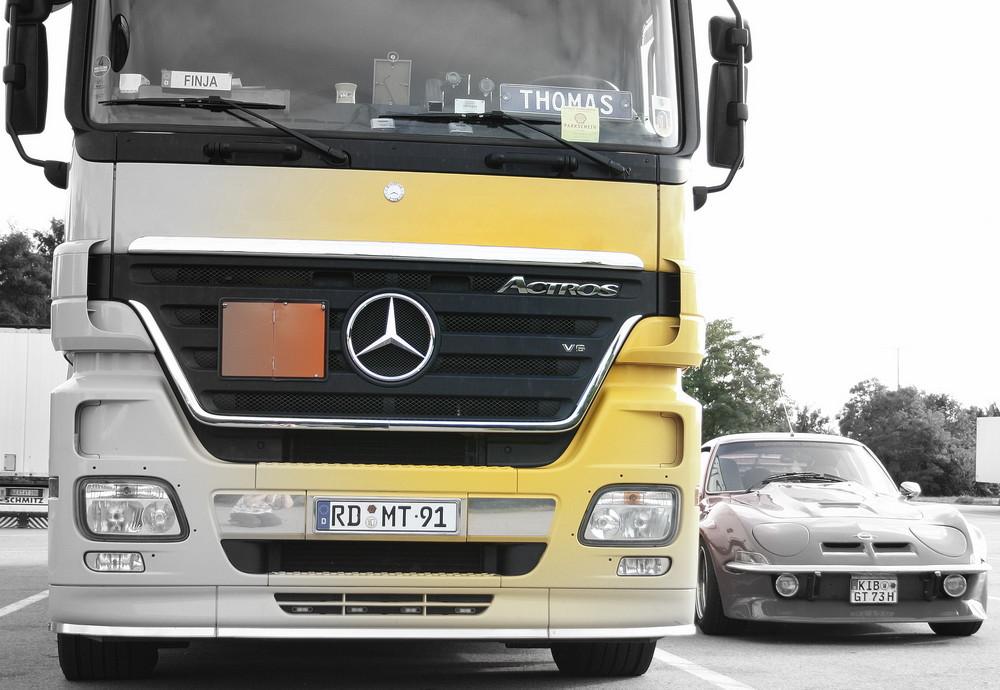 Mercedes ACTROS 1844 meets Opel GT (2)