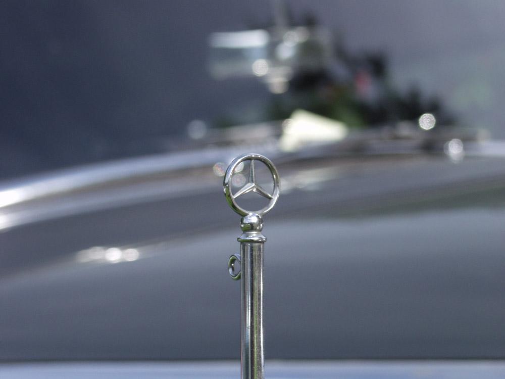 Mercedes Fahnenhalter