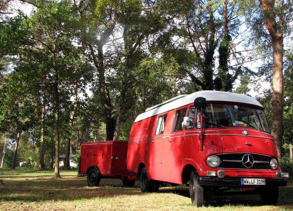 Mercedes L319 mit Kinderzimmer am Haken
