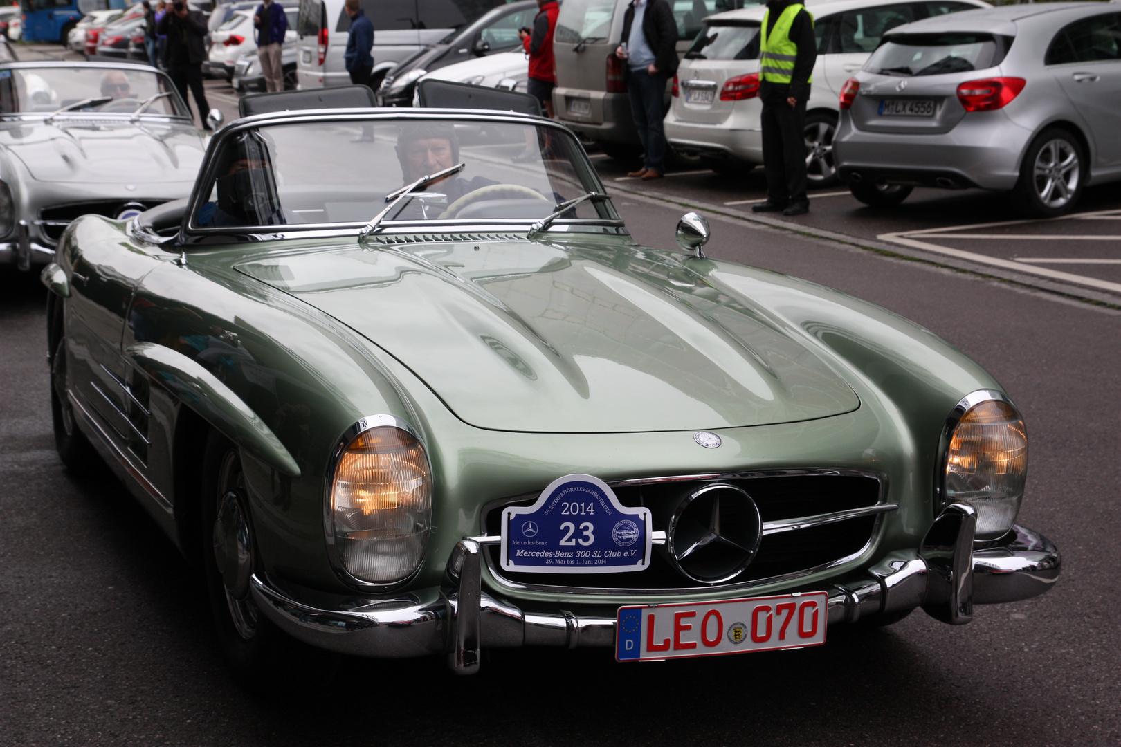 Mercedes SL Treffen Niederlassung München am 30.05.14