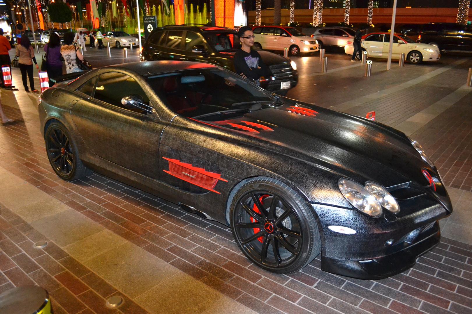 Mercedes SLR Mclaren koplett in schwarzen Schlangenleder